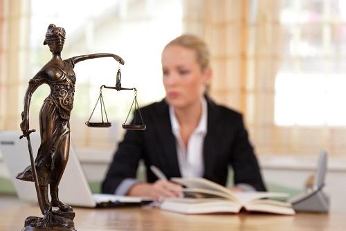 העובדת והמעביד ניהלו קשר רומנטי, בית הדין דחה את תביעתו לפיצויים